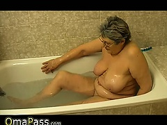 Granny masturbate herself..