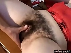 Hairy mom show adulate to..
